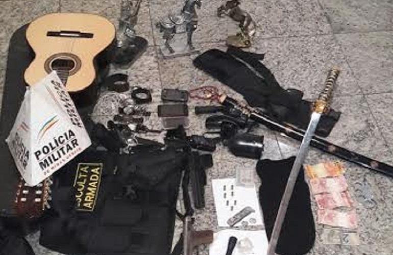 PM apreende armas e material de tráfico e prende autor no bairro Luxemburgo