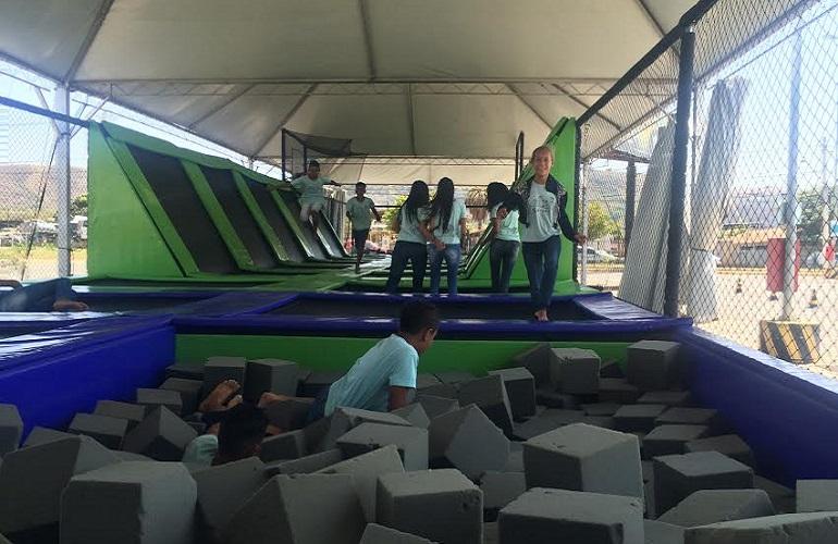 Super Parque das Camas Elásticas recebe turma do Serpaf para uma manhã de diversão