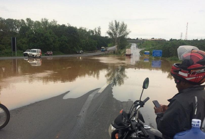 BR-040 entre Caetanópolis e Paraopeba interditada por causa das chuvas