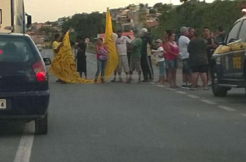 Manifestação, acidentes e congestionamento na volta do Carnaval na BR-040