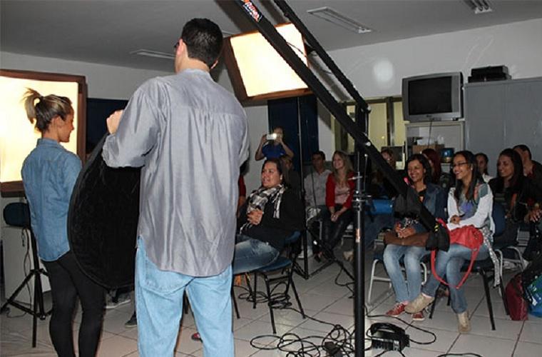 Oficinas gratuitas como a de produção de vídeos para Youtube (foto) fazem parte do evento