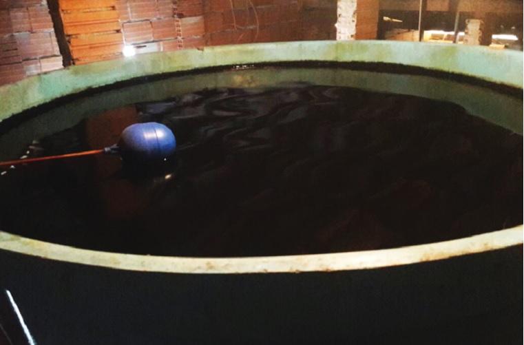 Água fornecida pelo SAAE é comparada com esgoto
