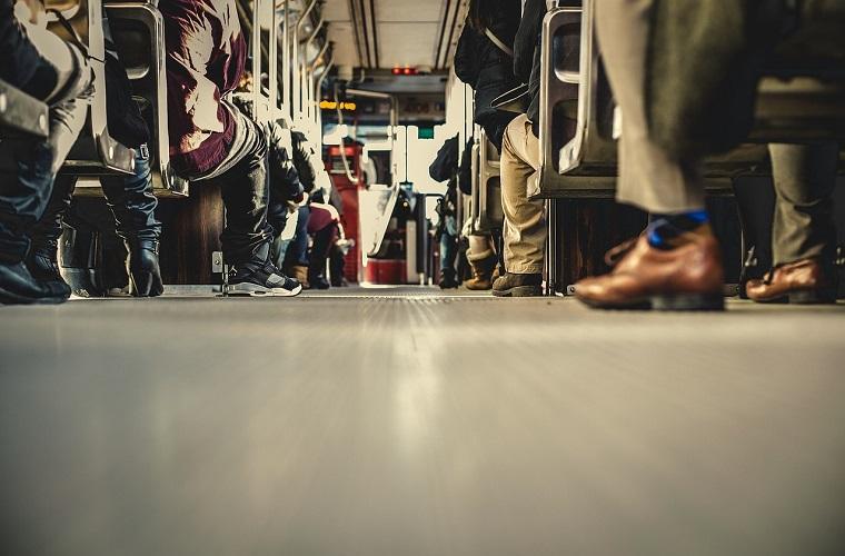 Poliany França: Direito ao Vale Transporte