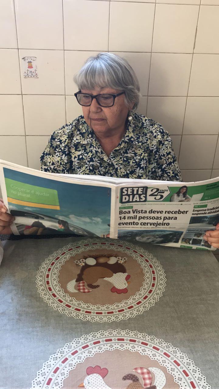 Ouvinte fiel da programação matinal do rádio, Dona Diva, mãe do ex-jogador profissional, Lu Guimarães, é leitora assídua do Jornal SETE DIAS. Outra hábito que não abre mão é passear em Jequitibá, sempre que possível.
