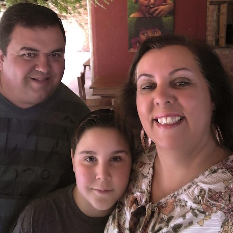 No último domingo, 9, Gustavo, filho de Régis Valadares e Rogéria, comemorou mais um aniversário. Para marcar a data, amigos e parentes se reuniram no Restaurante Morro Verde para um animado almoço.