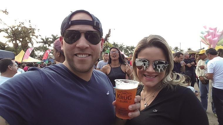 Quem também esteve presente e elogiou a organização e qualidade das cervejas especiais da 2ª Cervegerais, realizada na Lagoa da Boa Vista, foi o casal Luiz Dutra e Rúbia Cuzzuol.