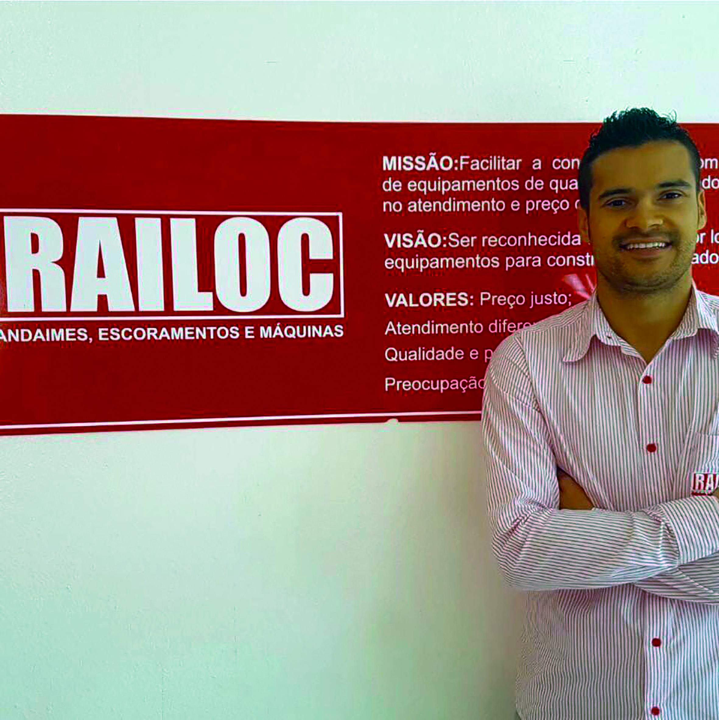 Por trás de uma das marcas mais conhecidas de Sete Lagoas, a RAILOC (aquela vermelhinha), está o jovem e ousado empresário Rainério Avelar de Souza, que acaba de concluir o curso de Mestrado em Administração pela faculdade de Pedro Leopoldo.