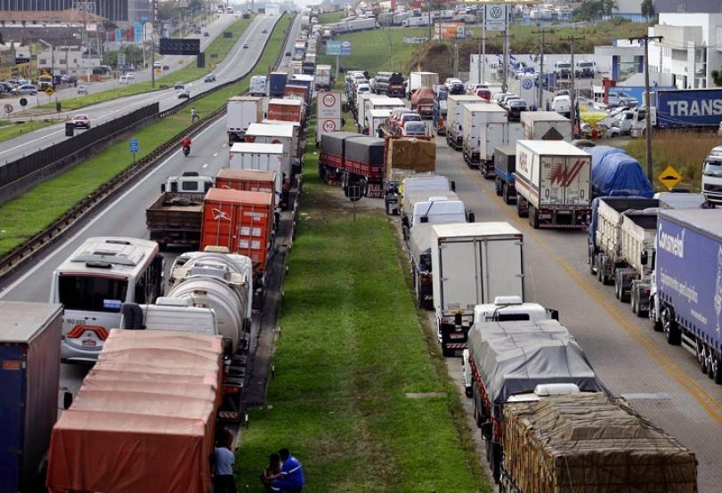 Caminhoneiros param contra aumento de combustíveis nesta terça, dia 1º