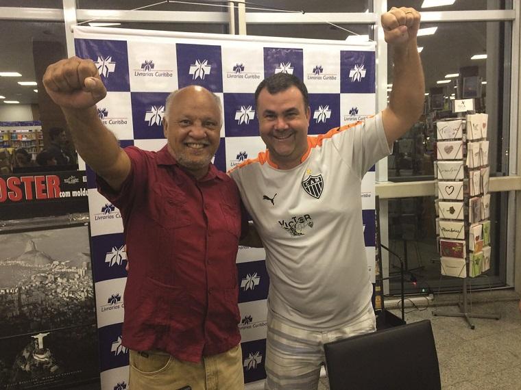Em fase de pré-temporada para a disputa de mais um campeonato oficial do Clube Náutico pelo time Los Vagas, O zagueiro Ricardo Mascarenhas, o Rick, foi buscar conselhos com seu ídolo, Reinaldo, maior atacante da história do Galo.