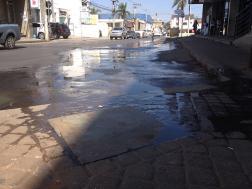 FLAGRANTE DIGITAL: Esgoto na rua Cel. Américo Teixeira Guimarães