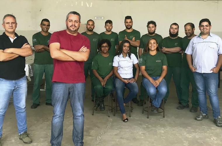 Os empresários da Riflon Indústria e Comércio de Plásticos: Juliano Gomes de Souza (esq.), Renato Santa Rita e equipe.