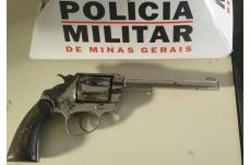 No Belo Vale, homem é preso com arma