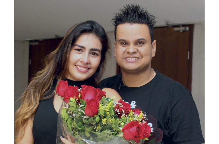 Os noivos Amanda de Macedo e Flávio Gonçalves ficaram famosos na cidade pelo pedido inusitado de casamento, dentro do cinema. Flávio entrou em contato com a direção do Cineplex, no Shopping Sete Lagoas, e enviou um vídeo que foi exibido durante os trailer