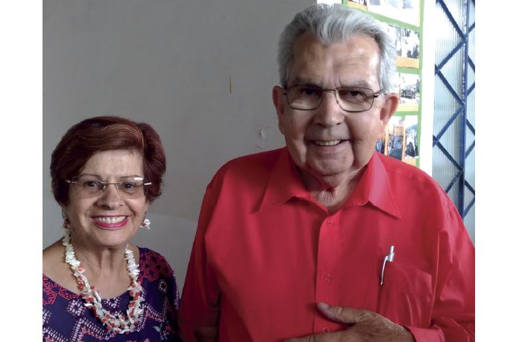 Motivo de alegria e comemoração pelos familiares e amigos no último domingo, 22, o aniversário de 78 anos de Dirceu Marques, que na foto aparece ao lado da esposa e grande companheira, Conceição Tolentino, felizes com a notícia de que serão bisavós.