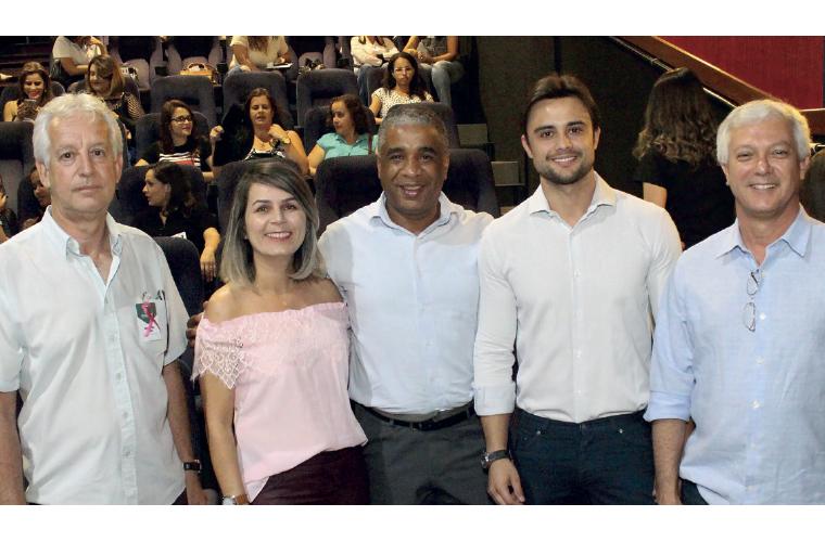 Em elogiado evento de orientação e envolvimento no combate ao Câncer de Mama, realizado dia 6 de outubro, no auditório da ACI, o Gerente Administrativo da Diagmed Adilson Silva, a Gerente Operacional da Diagmed Carolina Fonseca, o Diretor da FACOPI Consul