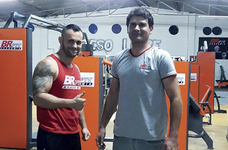 Bruno Daniel (esq.) e Daniel Paiva (Maroquinha) são os comandantes da BR Fit, a mais nova academia no Centro da cidade, na rua Marechal Deodoro (onde funcionava uma pista de skate indoor). Além da musculação, aulas de Muai Thai. Aproveite as promoções de