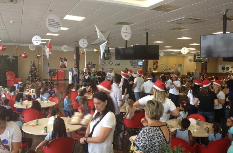 Grupo de voluntários da Iveco realiza Natal Solidário para 350 crianças e idosos