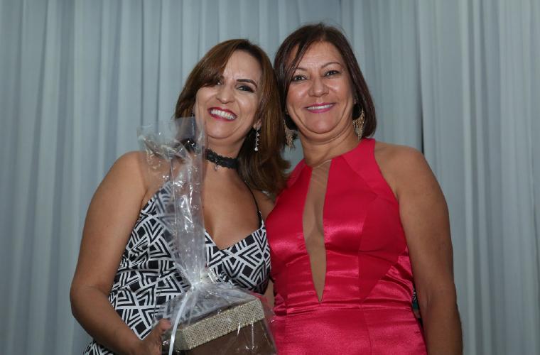 A diretora do Estúdio Expressar, Jane Paulino, e a diretora da CDL, Terezinha Oliveira