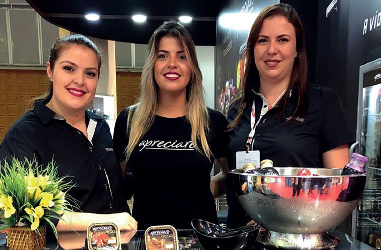 Patrícia Horta, Kennya Guimarães e Clara Ribeiro participaram da 30ª Super Rio Expofood, no Rio de Janeiro, para divulgar a linha Apreciare, da Trevo Alimentos. A marca mineira quer ampliar os horizontes e os negócios na terra carioca.