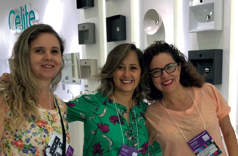 A designer de interiores Alessandra Fernandino e as arquitetas Vanessa Karan e Regina Márcia participaram da Exporevestir, em São Paulo de 13 a 16 de março. Regina Márcia agora está de malas prontas para a Design Week, ou Salão do Móvel de Milão (Itália),