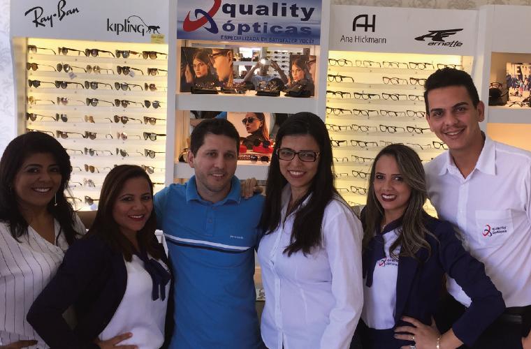 Sob o comando do casal Pollyanna e Renato Guimaraes, a Quality Ópticas, uma das mais forte no mercado de óculos de sol e receituário, inovou no conceito e agora oferece também as marcas de lentes e grifes mais desejadas, sempre com excelente atendimento.