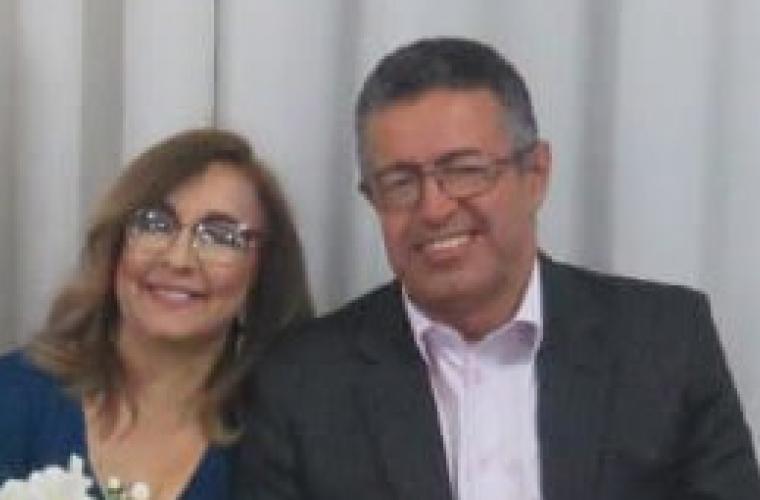 Secretário Municipal de Transporte, Wagner Oliveira, e sua esposa Adilene Campos