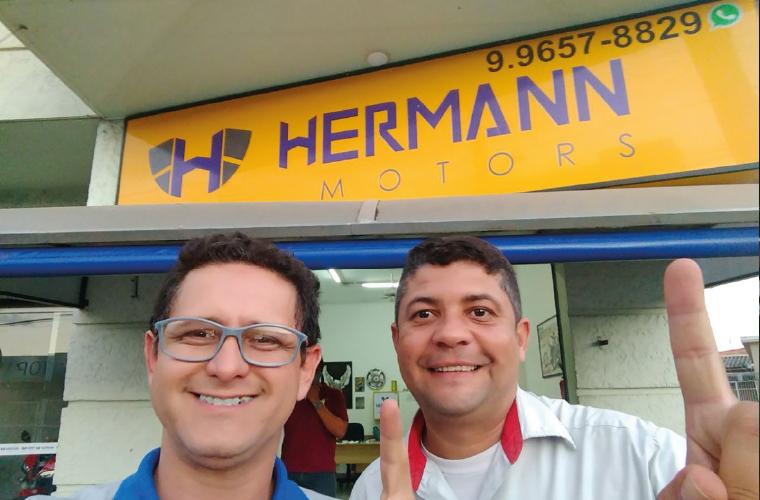 Em mais um encontro de negócios do grupo BNI, os empresários Bruno Hermann (Hermann Motors Consórcio) e Gilbert Oliveira (LuguelMaq).