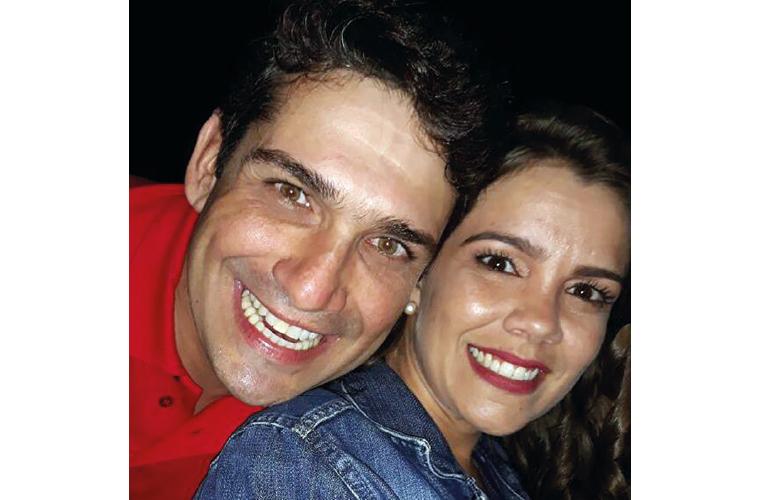 Dia 11 de maio, Adriano Figueiredo, mais conhecido como Chama, reuniu amigos e familiares para comemorar mais um aniversário. Na foto, com a namorada, Cristiane Garcia.