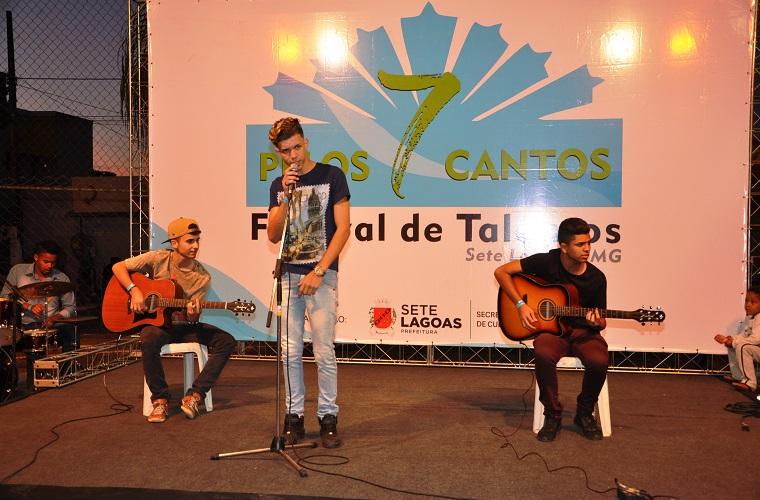"""Talento e animação marcaram 2ª etapa do festival """"Pelos 7 Cantos"""", no bairro Progresso"""