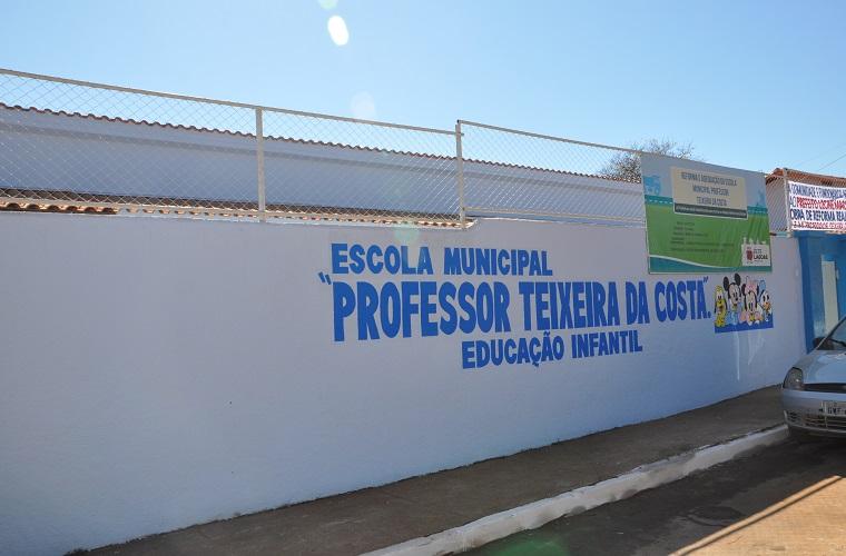 Prefeitura entrega escola reconstruída no bairro Tamanduá