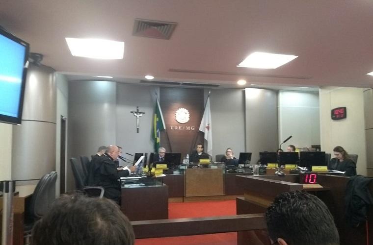 Decisão sobre cassação ou não de prefeito e vice de Sete Lagoas fica para esta quarta
