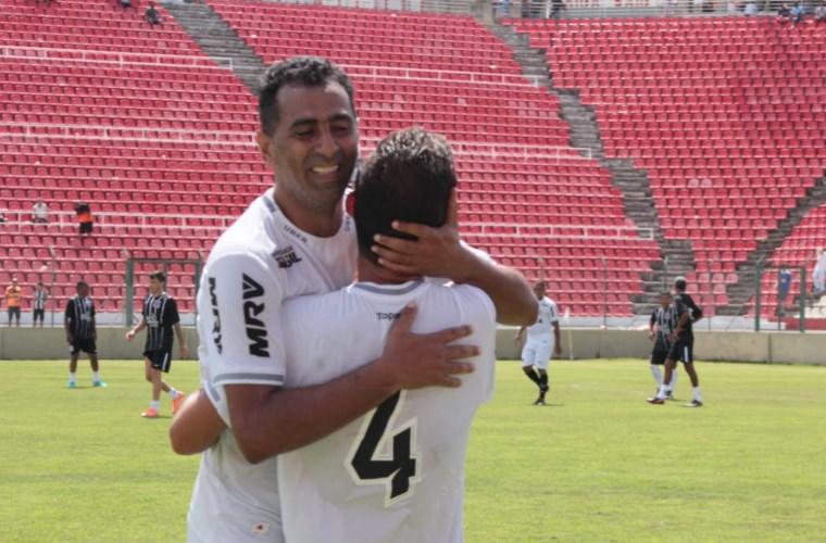 Paulo Sérgio e Piu marcaram para o Galo. Foto Juliano Oliveira