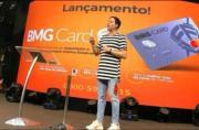 Pastor lança cartão de crédito 'Fé' em culto e causa polêmica nas redes sociais