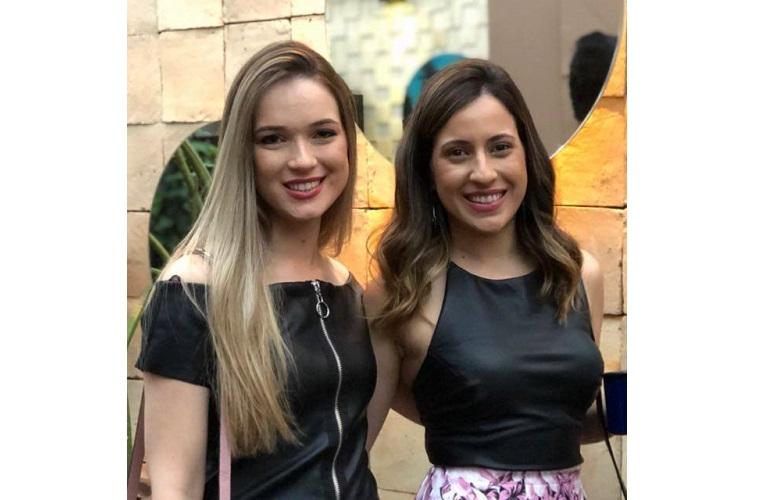 Marina Máximo com a irmã Gabriella, que é uma das idealizadoras do movimento