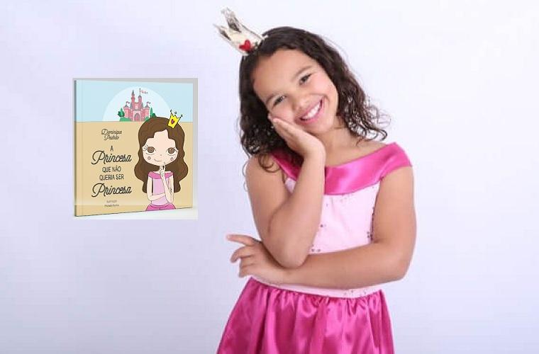 A jovem escritora lançou seu primeiro livro durante a Bienal de Sete Lagoas. Foto Divulgação