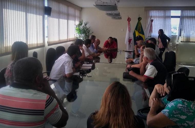 Prefeito interino Cláudio Caramelo se reúne com secretariado