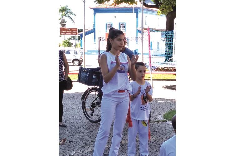Movimento Grande Roda leva manhã de música e capoeira para a Praça Tiradentes