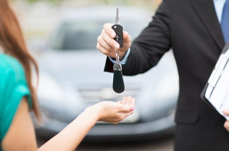 Poliany França: Vendi o meu veículo, porém, o comprador não efetuou a transferência da propriedade. O que eu faço?