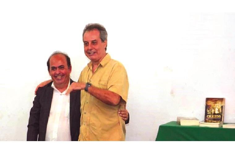Caio com o professor da UFMG e coordenador do Projeto Genográfico na América do Sul, Fabrício Rodrigues Santos