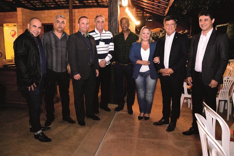 Da esquerda para a direita os 03 assessores do Senador Carlos Viana, os sócios Vitor Braga e Neca, o casal Senador Carlos Viana e o Prefeito de Fortuna, Dr. Patrick.