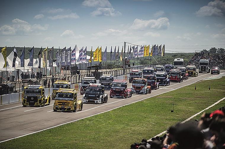 A Copa Truck é disputada por caminhões preparados para corrida, que chegam a 160 Km