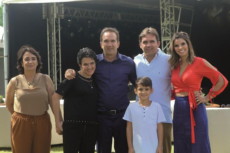 Maria José, Roberta, Ronaldo, Bernardo, Adriano e Clarissa Nogueira