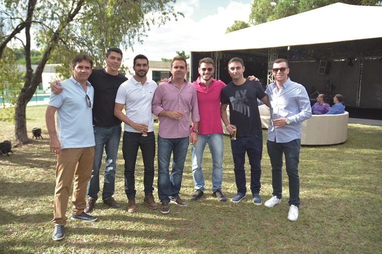 Com seus irmãos Álvaro e Rubens,  o primo Felipe Nogueira,  os amigos Mateus Fernandes e Bruno  CaldiD´orleans
