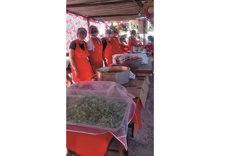 Almoço festivo de encerramento da novena no Domingo, na paróquia São Pedro