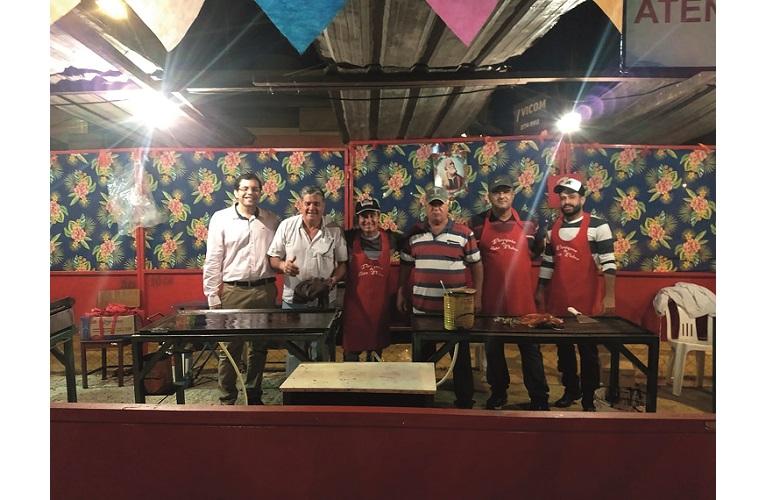 Equipe da barraca de churrasco