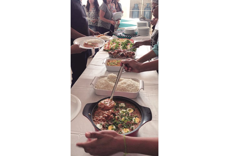 No cardápio, arroz, tutu, macarrão à bolonhesa, frango assado e salada