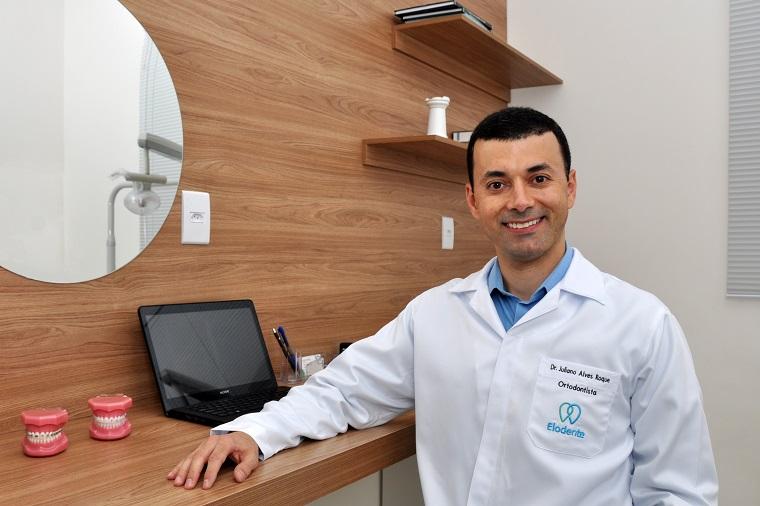 Dr. Juliano Alves: A importância de um sorriso  bonito para a autoestima