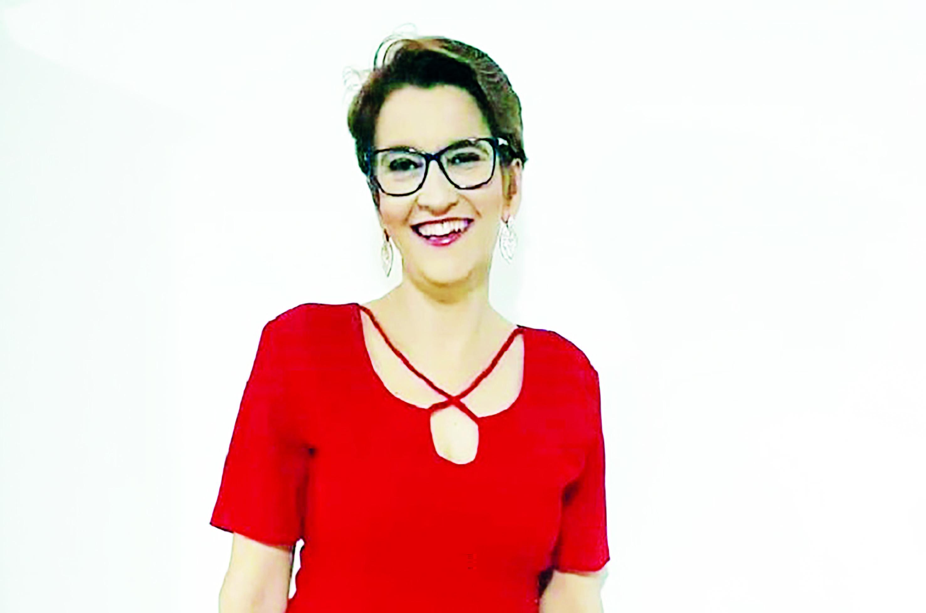 Coluna Élida Gontijo - Fazendo faxina