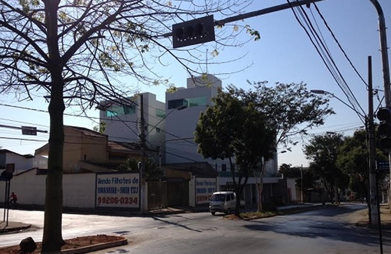 Novo conjunto de semáforos na Av. Vila Lobos