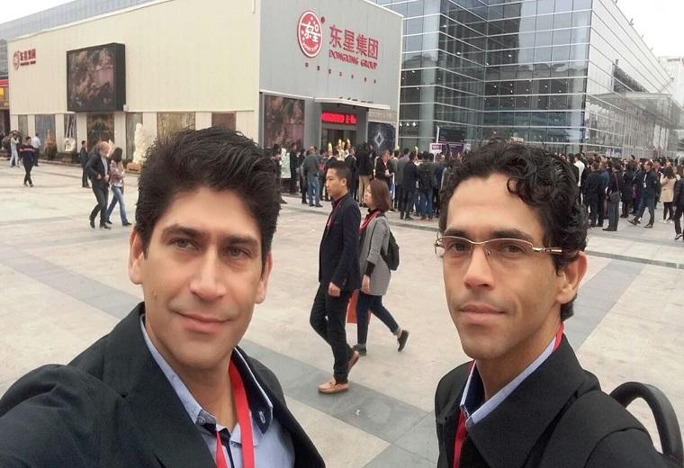 Os irmãos Bruno e Eduardo Felix na Feira de Xiamen